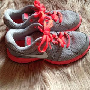 Women's Nike RELENTLESS 2 size 7